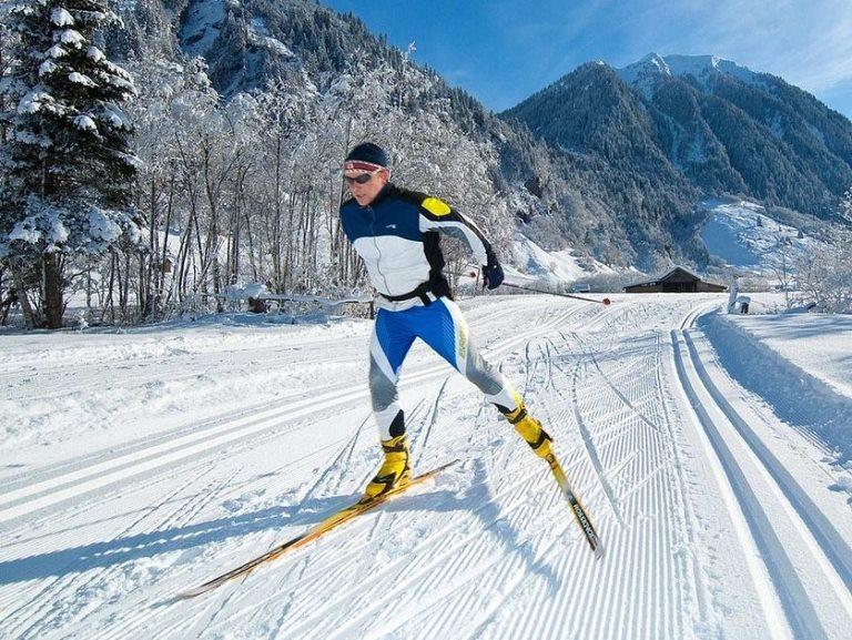 Картинки по запросу спуски и подъемы на лыжах